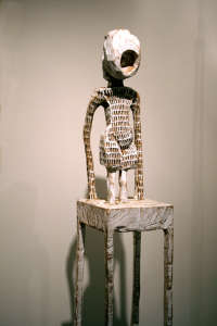 Klaus Hack, Holzskulptur, Skulptur, Turm, Babel, Kleid, Schreikleid, Reifrockx